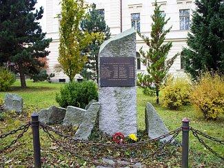 Památník popraveným před bývalou jihlavskou věznicí.