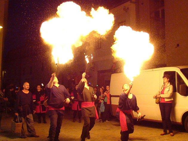 K Barchanu tradičně patří i večerní průvod městem.