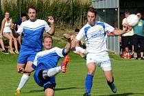 Fotbalisté Kněžic (na archivním snímku v modrých dresech) vyhráli oba první zápasy Horácké ligy.