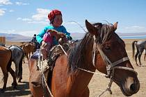 Vysokohorské pastviny Kyrgyzstánu skýtají domov stádům ovcí, yaků a koní. Foto: Íčko Třebíč