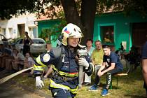 Kateřina závodí v hasičském sportu TFA, který simuluje reálnou práci hasičů při zásahu.