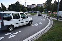 Piktogramy zdobí kruhový objezd mezi ulicemi Míčova a Velkomeziříčská, před benzinovou pumpou. Postupně se ale objeví i na dalších silnicích ve městě.