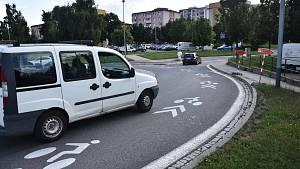 Piktogramy zdobí kruhový objezd mezi ulicemi Míčova a Velkomeziříčská