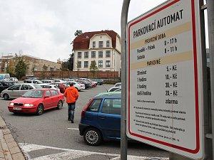 Parkoviště na Komenského náměstí
