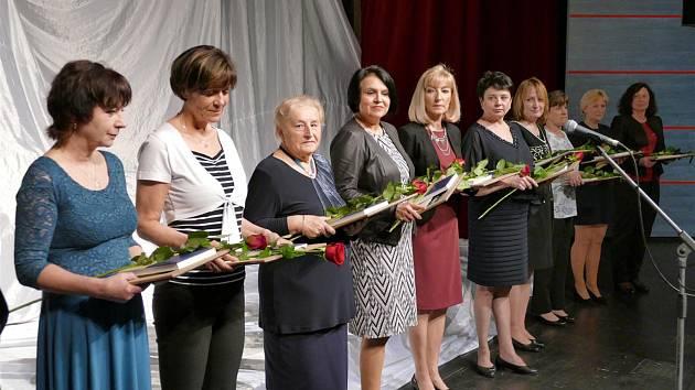 Řád bílé křídy v Třebíči obdrželo dvanáct žen a dva muži.