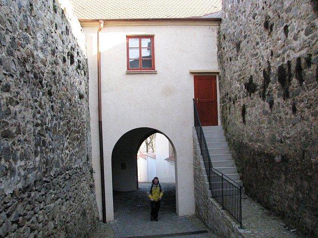 Obnova historického průchodu k bazilice sv. Prokopa ze Žerotínova náměstí.