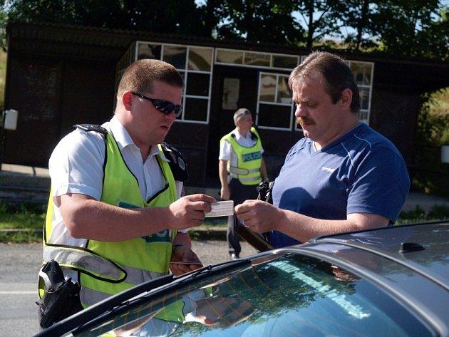 Policie rozdávala dárky slušným řidičům.