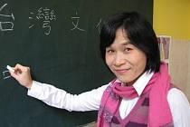 WANG XU CHUN. Dvaatřicetiletá lektorka Wang Xu Chun přijela do Třebíče z Tchaj–wanu.
