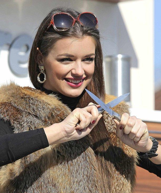 Jitka Boho (Válková) při natáčení kulinářského pořadu v Náramči dva roky po vítězství v soutěži krásy.
