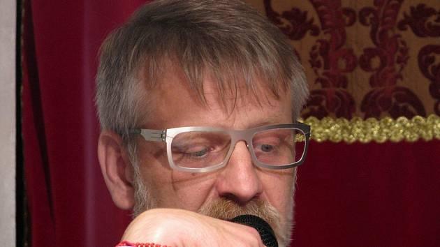 Josef Formánek v třebíčské synagoze.