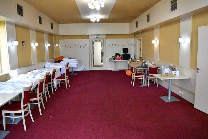 Součástí hotelu jsou i velké restaurační prostory.