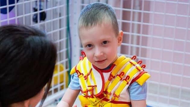 Výtěžek z letošní kavárny pomůže i malému Adámkovi z Jihlavy.