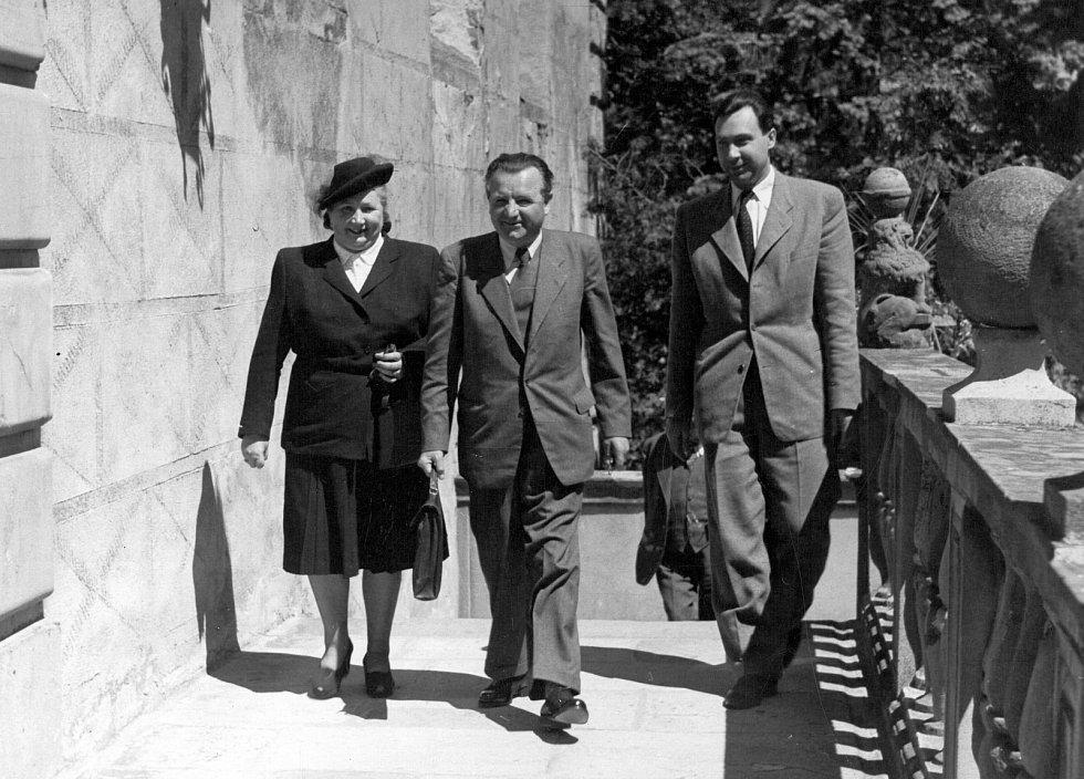 Klement Gottwald v roce 1947 při návštěvě zámku v Náměšti nad Oslavou.