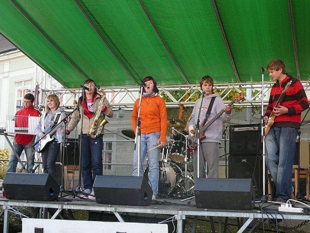 FUNKIDS. Šestičlenná kapela mladičkých muzikantů nechybí na žádné akci v regionu.