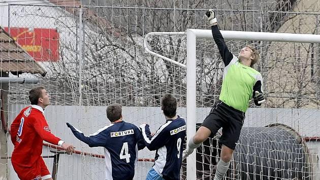 Brankář Michal Beer by se měl po jednozápasové absenci zaviněné karetním trestem vrátit do branky Třebíče. HFK dnes doma přivítá poslední Uherský Brod.