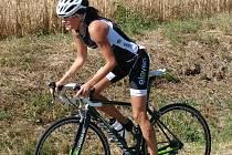Žďárská Petra Veselá si jihlavský triatlon užila. Stejně jako v Lukách nad Jihlavou byla nepřemožitelná a radovala se z vítězství.