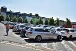 Kamerový systém by v budoucnosti měl dohlížet i na vytížené parkoviště na Komenského náměstí. Postupně se rozšíří na všechny parkoviště v centru města.