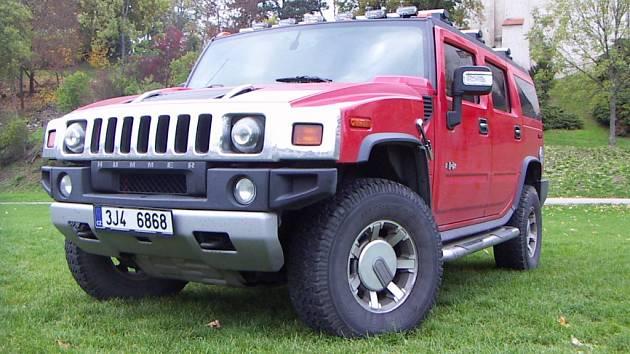 K třebíčskému koloritu už patří oranžový Hummer H2, kterého v ulicích pravidelně potkáváme. Jedná se o jednu z verzí vyrobených v roce 2008.