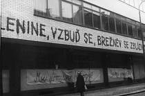 LENIN SE VŠAK NEVZBUDIL. Tento nápis a desítky dalších se po příjezdu spojeneckých či lépe řečeno okupačních vojsk vyrojily nejen po Třebíči, ale po celém okrese.
