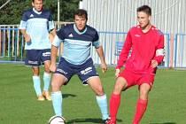 . Fotbalisté Budišova (v modrém) vedli na půdě juniorky HFK, ale z Třebíče se nakonec vrátili s prázdnou.