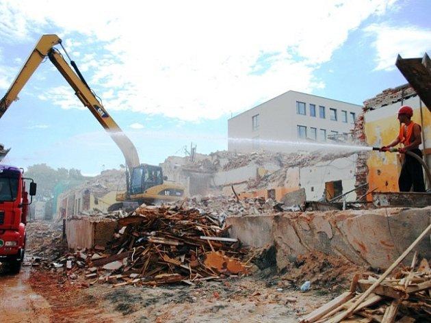 Demoliční práce v nemocnici.