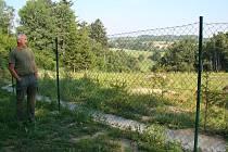 Místo pohledu na odpadky se dnes starosta František Kotrba (na snímku) chodí dívat na obecní les.