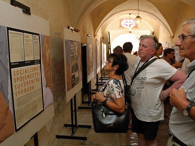 OBRAZEM: Tanky v Budějovicích a Jemnici ukazuje výstava dobových snímků