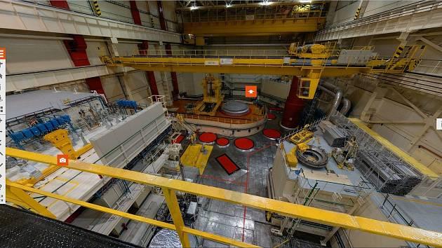Turbína, chladící věže, reaktor. Elektrárna si nechá nahlédnout pod sukni