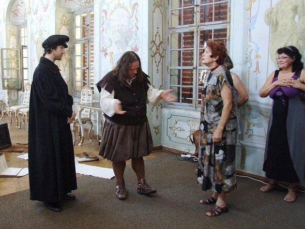 Na Státním zámku Jaroměřice nad Rokytnou začal seriál kostýmních víkendových prohlídek.