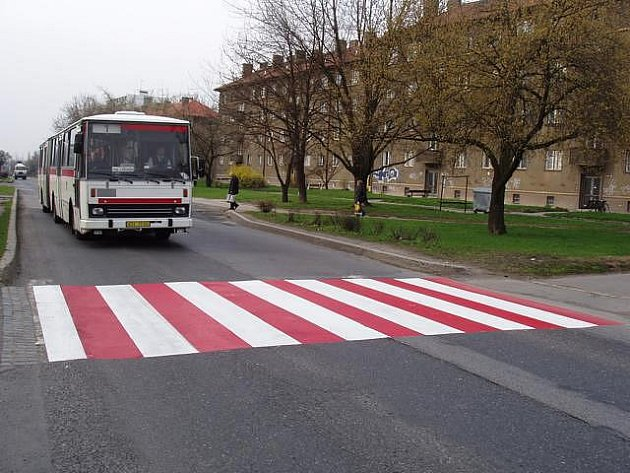 Ilustrační foto. Několik přechodů pro chodce ve městě dostane dvoubarevné provedení.
