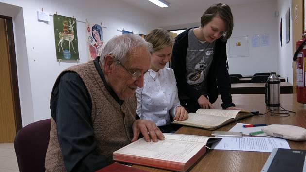 Na snímku jsou Boris Šusta, Anežka Kotrbová a Anežka Jičínská.