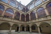 Nově zrekonstruované vnitřní nádvoří zámku v Náměšti nad Oslavou.