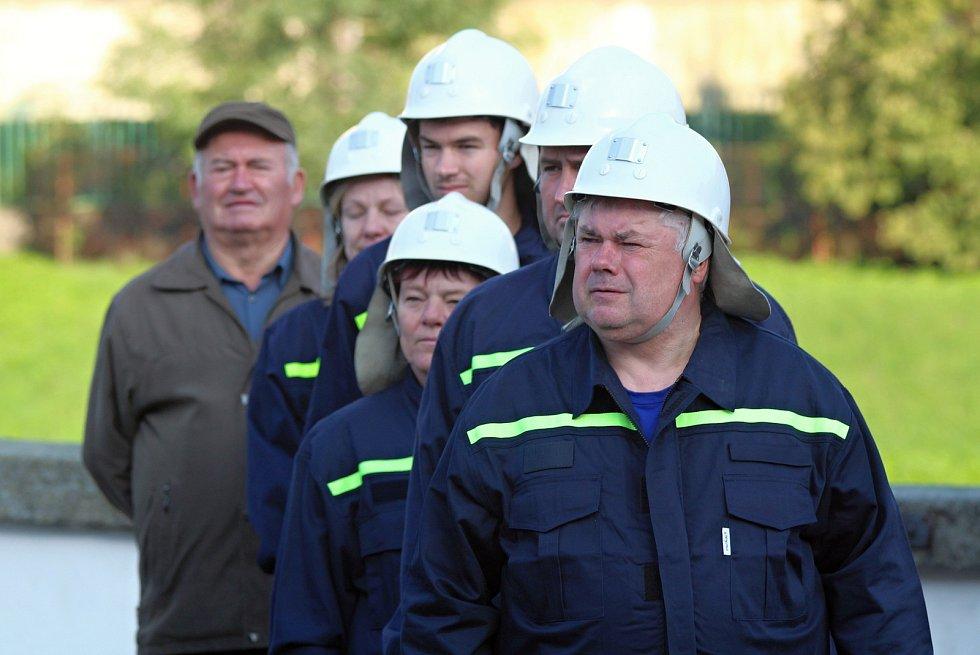 Námětem cvičení hasičů z náměšťského okrsku byla dálková doprava vody k zámku.