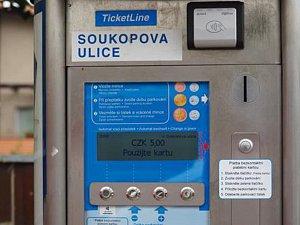 Na některých parkovištích v Třebíči lze zaplatit kartou.