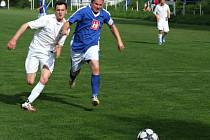 V tabulce druhé Výčapy (v modrém) vyprovodily nováčka okresního přeboru z Lipníku, který bojuje o udržení, šesti góly.