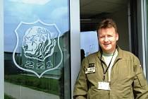 Tygří letka, tak se také jinak říká partě letců, které Rudolf Straka velí. Nyní vrtulníkáři z vojenského letiště u Náměště nad Oslavou cvičí v letním režimu, kdy den je delší a podmínky jsou příhodnější.