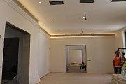 Kulturní dům Beseda v Moravských Budějovicích prochází důkladnou rekonstrukcí. Nové nasvícení jednoho ze sálů v hlavním patře.