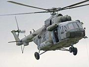 Vojenský vrtulník musel nouzově přistát u Mohelna.