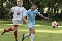 Po necelých čtyřech letech se v dresu fotbalistů Jemnicka opět objeví vyhlášený střelec František Kříž (ve světle modrém dresu).