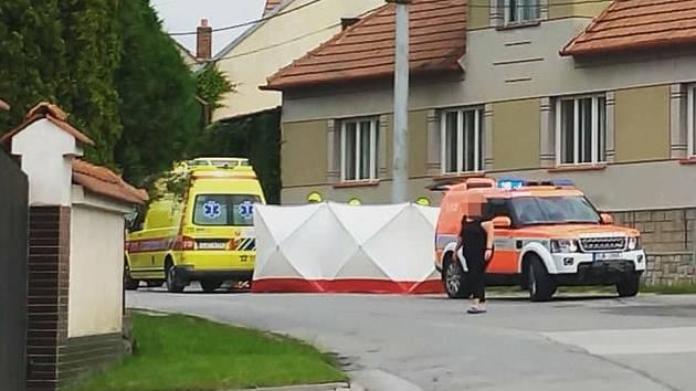 Nehoda motorkáře skončila tragicky.
