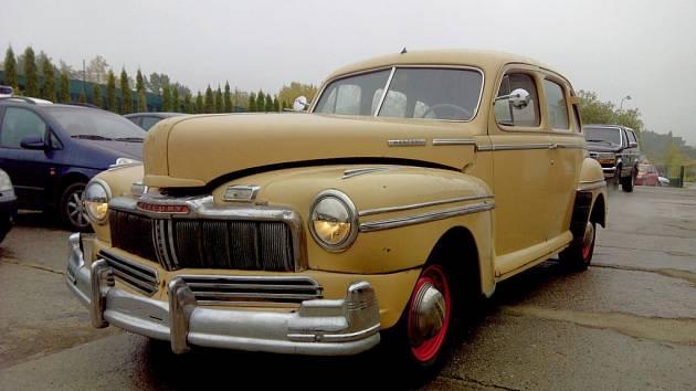 Mercury Eight z roku 1948 svými rozměry a tvary vzdáleně připomíná barokní zámek.