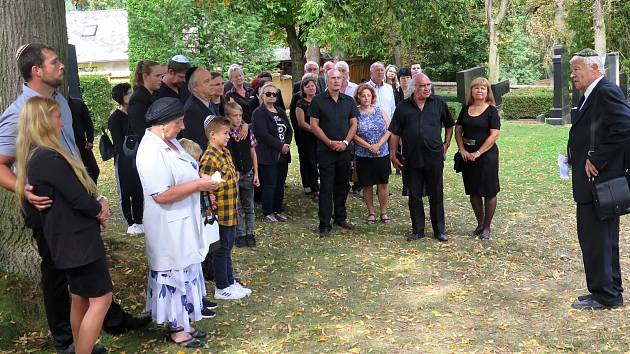 Židovský hřbitov vTřebíči se vneděli 12. září stal posledním místem odpočinku Susany Urbanové, která bývala zcela právem nazývána dobrou duší zdejší židovské čtvrti.