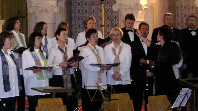 Pěvecký sbor Chorus trebicensis má na svém kontě stovky koncertů doma i v zahraničí. Nyní po 25 letech své existence náhle skončil.