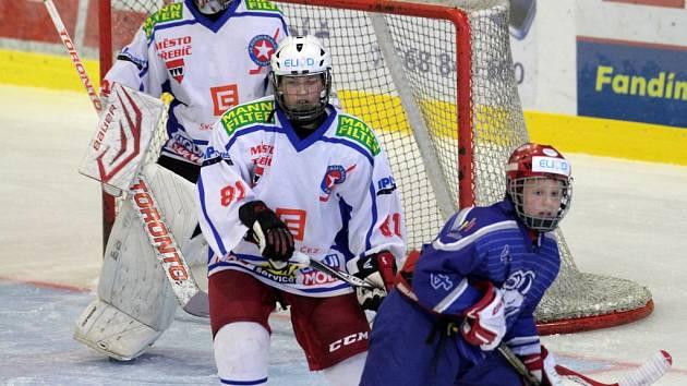 Mladší dorostenci Horácké Slavie Třebíč (v bílém) čekají na výhru přes dva měsíce.