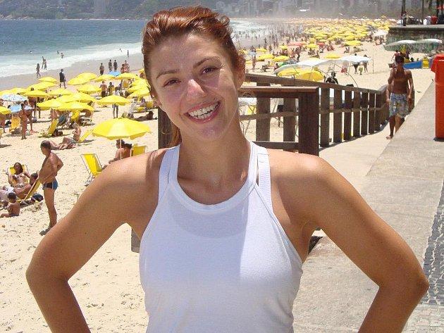 """Taťána Klevetová žije v současné době se svým brazilským přítelem poblíž pláže Copacabana v Riu de Janeiro. I tady se živí opět """"nůžkami"""". """"Klientelu si buduji složitě, ale pomalu se to lepší. Kdyby mi přítel nepomáhal, bylo by to hodně složité,"""" přiznává"""