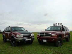 Ford Explorer versus Dodge Durango. Který vůz je lepší?