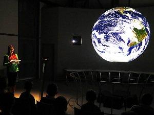 Projekční koule v Ekotechnickém centru Alternátor v Třebíči.