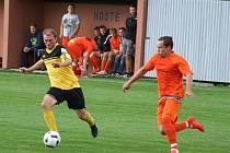 Nováček z Pyšelu (v oranžovém) uspěl i ve druhém zápase, tentokrát vyhrál ve Vícenicích.
