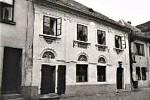 Dobová fotografie, kterou památkáři v roce 1968 přiložili k dokumentu, jenž dům popisuje jako kulturní památku.