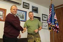 Zástupci vrtulníkové základny a jaroměřické školy i radnice uzavřeli dohodu o spolupráci.